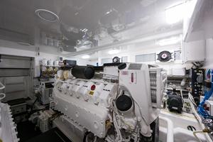 53' Viking 52 Sport Tower 2018 Engine Room