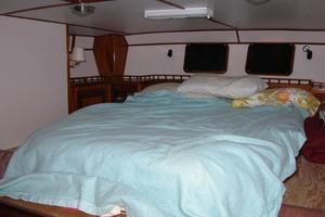 55' Polar Beluga 2000 Master Stateroom