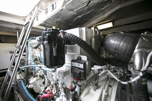 52' Sea Ray 52 Sundancer 2007 Engine room view 3