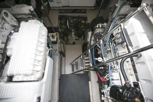 52' Sea Ray 52 Sundancer 2007 Engine room