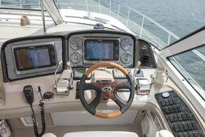 52' Sea Ray 52 Sundancer 2007 Helm controls