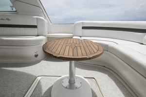 52' Sea Ray 52 Sundancer 2007 Cockpit table