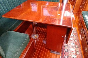 40' Hinckley Bermuda 40 MK III Sloop 1979 Salon Table