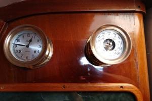 40' Hinckley Bermuda 40 MK III Sloop 1979 Barometer & Clock