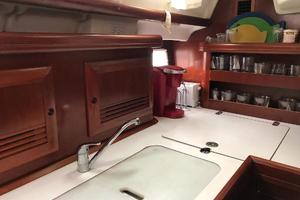 43' Beneteau America 423 2004 Galley counter space