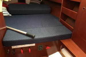 43' Beneteau America 423 2004 Aft Cabin