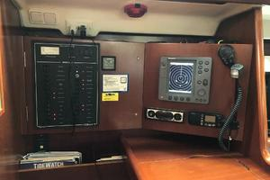 43' Beneteau America 423 2004 Chart table with: RL70C, stereo/CD player, Xantrax inverter control