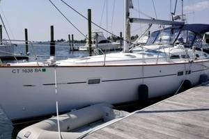 43' Beneteau America 423 2004 Port side at the dock