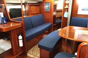 43' Beneteau America 423 2004 Main cabin