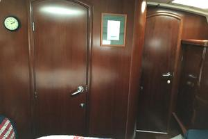 43' Beneteau America 423 2004 Forward stateroom with the door to main cabin closed
