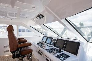 73' Hatteras 72 Motor Yacht 2008 Helm to Port