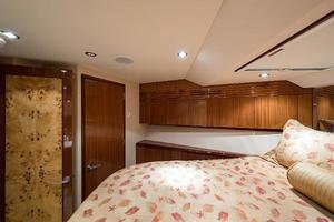 72' Hatteras 72 Motor Yacht 2008 VIP Guest Stateroom to Port