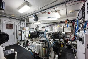73' Hatteras 72 Motor Yacht 2008 Port Engine