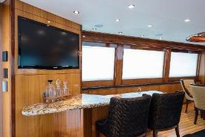 73' Hatteras 72 Motor Yacht 2008 Salon Bar & TV