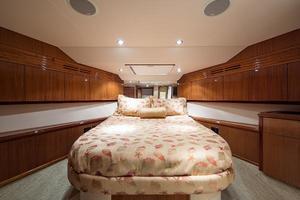 72' Hatteras 72 Motor Yacht 2008 VIP Guest Berth