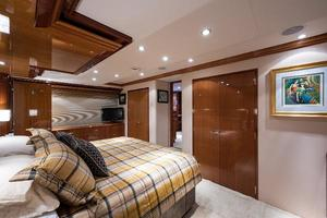 73' Hatteras 72 Motor Yacht 2008 Master Stateroom Forward to Port