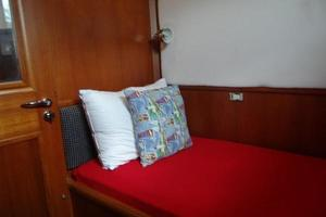 47' Grand Banks Heritage 47 Eu 2006 Guest Cabin
