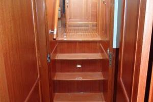 47' Grand Banks Heritage 47 Eu 2006 Companionway - looking aft