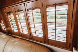 59' Marquis Flybridge Motor Yacht 2004 Salon Roman Shades