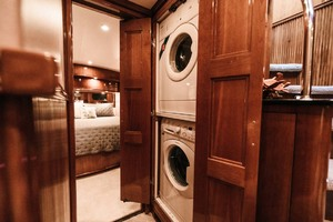 59' Marquis Flybridge Motor Yacht 2004 Washer Dryer