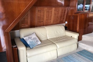 59' Marquis Flybridge Motor Yacht 2004 Settee To Port