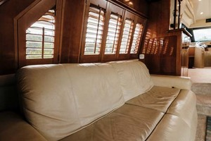 59' Marquis Flybridge Motor Yacht 2004 Salon Settee