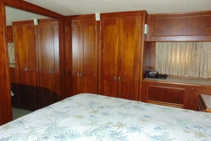 47' Atlantic Motor Yacht 1988 Master Stateroom Starboard