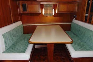 47' Atlantic Motor Yacht 1988 Convertible Dinette