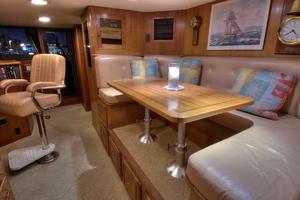 88' Knight & Carver Custom Cockpit Motoryacht 1988 PILOTHOUSE SEATING