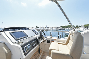 51' Sea Ray 51 Flybridge  2014 Flybridge Helm Station