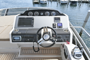 51' Sea Ray 51 Flybridge  2014 Helm Station