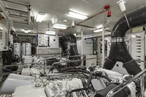 128' Palmer Johnson Custom Tri-deck Motoryacht 2000 ENGINE ROOM
