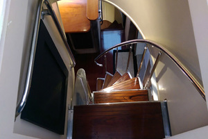 78' Hatteras Cockpit Motoryacht 1989 Stairs From Flybridge To Breakfast Area