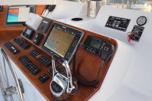 78' Hatteras Cockpit Motoryacht 1989 Upper Helm Controls