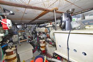 47' Marine Trader 47 Tradewinds Cockpit My 1990
