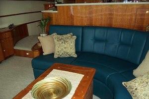 62' Neptunus Cruiser 2004 Salon Sofa