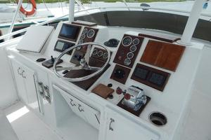 53' Hatteras 53 Convertible 1978 Controls
