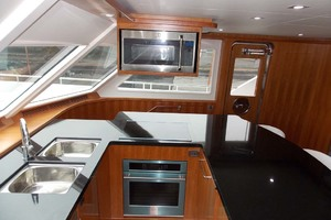 87' President 870 Tri Deck Lrc 2020  Galley
