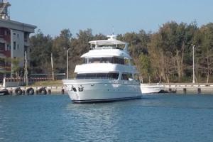 87' President 870 Tri Deck Lrc 2020  Port Bow