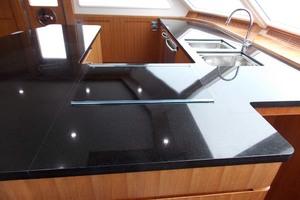 87' President 870 Tri Deck Lrc 2020  Marble Coutertop