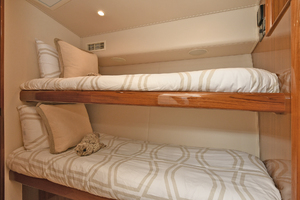52' Viking 52 Convertible 2006 Guest Stateroom