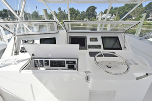 52' Viking 52 Convertible 2006 Helm Station