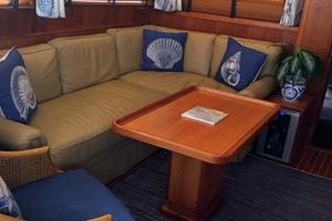 53' Alden 53 Flybridge Motor Yacht 2003 Salon Seating