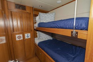 82' Monte Fino Widebody Skylounge 2001 Starboard Guest Cabin