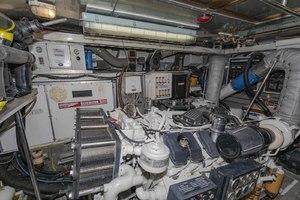 82' Monte Fino Widebody Skylounge 2001 Port Engine