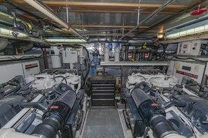 82' Monte Fino Widebody Skylounge 2001 Engine Room Looking Forward
