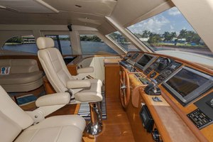 82' Monte Fino Widebody Skylounge 2001 Helm