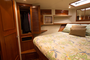 58' Offshore Yachts  1997 VIP Stateroom