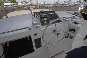 58' Offshore Yachts  1997 Flybridge Helm