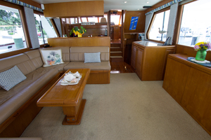 58' Offshore Yachts  1997 Salon Forward